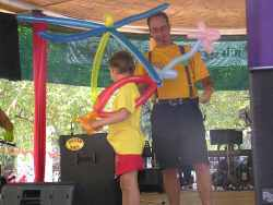David the balloon modelling magician (balloon sculptor)