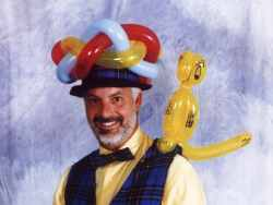 Gary the balloon modelling magician (balloon sculptor)